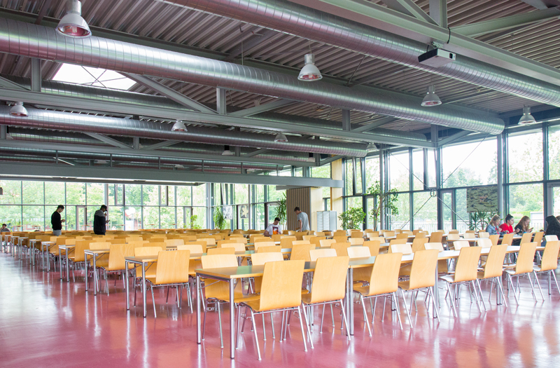 Innenansicht Cafeteria der Justus-von-Liebig Schule Aalen